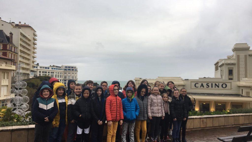 Nous sommes bien arrivés à Biarritz et prêts pour le fabuleux concert «Fantaisie du Comte d'Orfaie».Merci à notre superbe APE ;-)